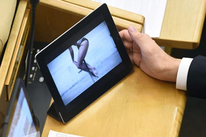 Officials_Russia_Forbidden_Buy_Smartphones_Expensive_Than_25_Thousand_Rubles