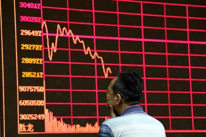 Shanghai_Stock_Exchange_Indexes_Continue_Falling_Leading_World_Economy_Crash