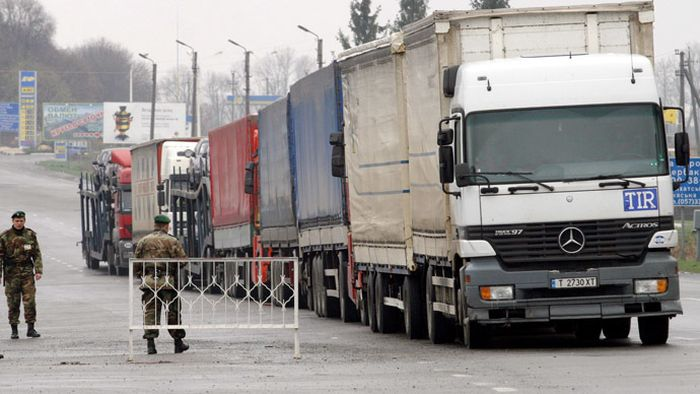 Ukraine_Stops_Border_Trucks_From_Russia_Cargo_Moldova