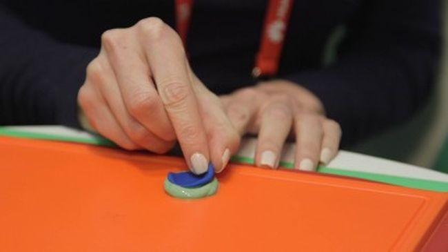 Apple_iPhone_Protection_ID_Touch_Hack_Using_Plasticine_Demonstrated_MWC_2016