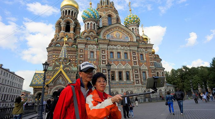 Chinese_Tourists_Spent_215_Bln_Dollars_Foreign_Tours_2015_WTTC_Report_Says