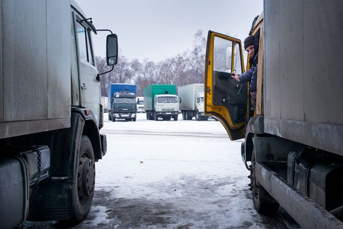 Old_Trucks_Buses_Taxes_Grow_Russia