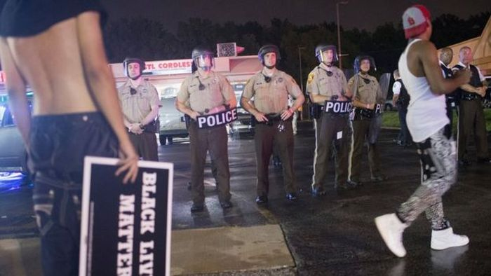 US_Police_Lawlessness_Policement_Killing_Unarmed_Got_Public_Work_Hours_Court_Decision