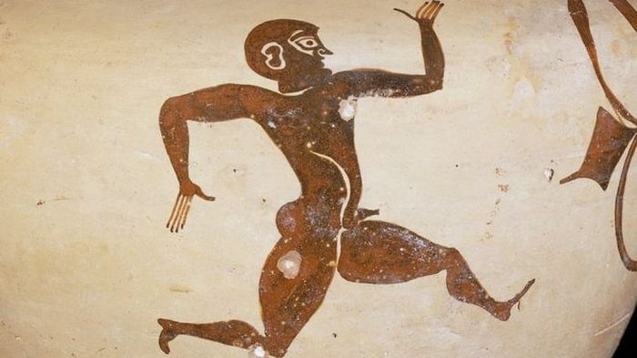 Olympic_Record_2000_Year-Old_Beaten_Americal_Sweamer