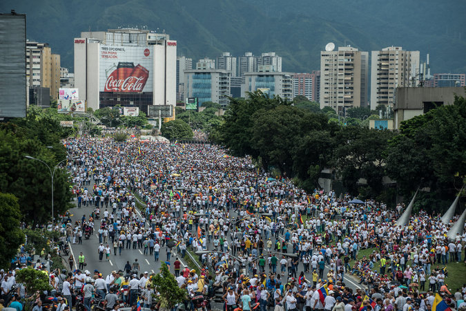 In_Venezuela,_the_people_again_took_to_the_streets_demanding_the_resignation_Maduro