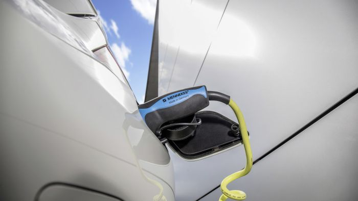 Daimler_Promised_Increase_Volume_Electric_Cars_2025_25_Percent