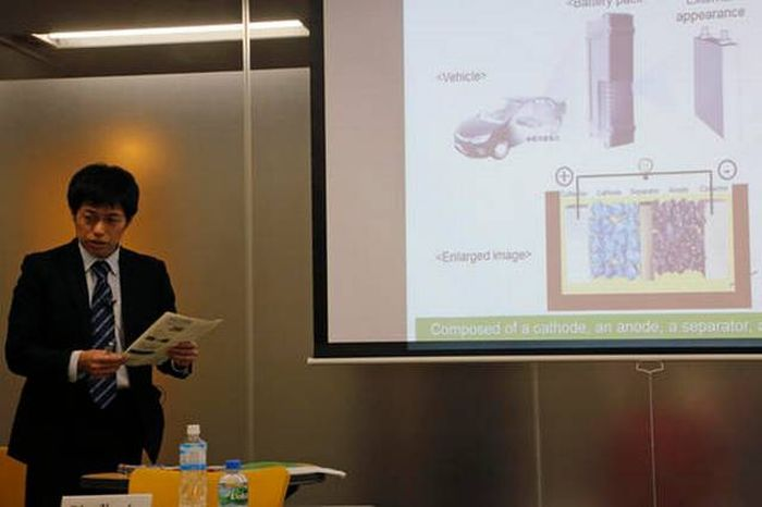 First_Toyota_Electric_Car_Get_New_Batteries_Longer_Life_Range_Discovered_Technology