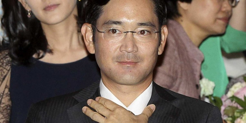 In_South_Korea,_the_head_of_the_company_Samsung_has_become_the_suspect_in_a_political_investigation