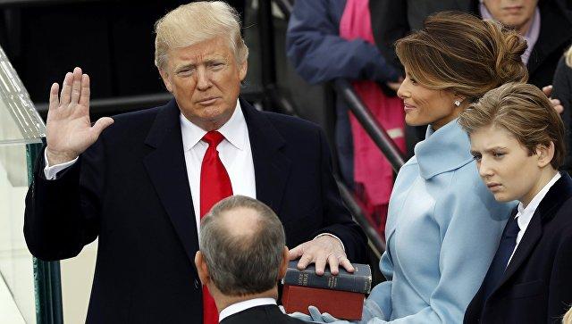 Trump_received_the_same_gift_from_wall_street,_and_Kennedy