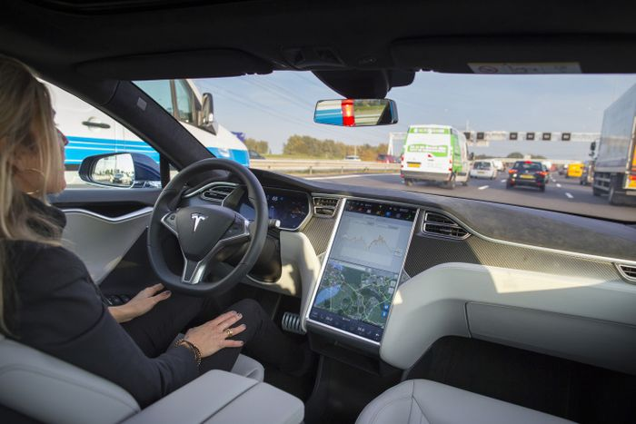 Enhanced_Autopilot_Tesla_Motors_Electric_Cars_Cost_Drivers_Extra_Money