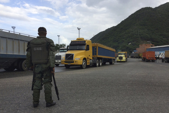 In_Venezuela_the_military_is_engaged_in_smuggling_food_into_the_background_of_national_hunger
