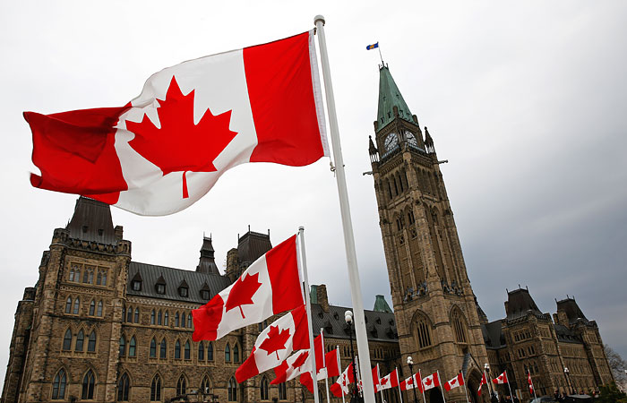 Small_business_Canada_left_without_money