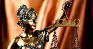 To_hold_accountable:_the_trial_of_a_group_of_investigators