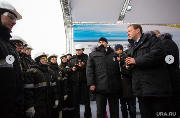Komarov_suggested_that_Sechin's_new_business_partners_from_the_Khanty-Mansiysk_Autonomous_district