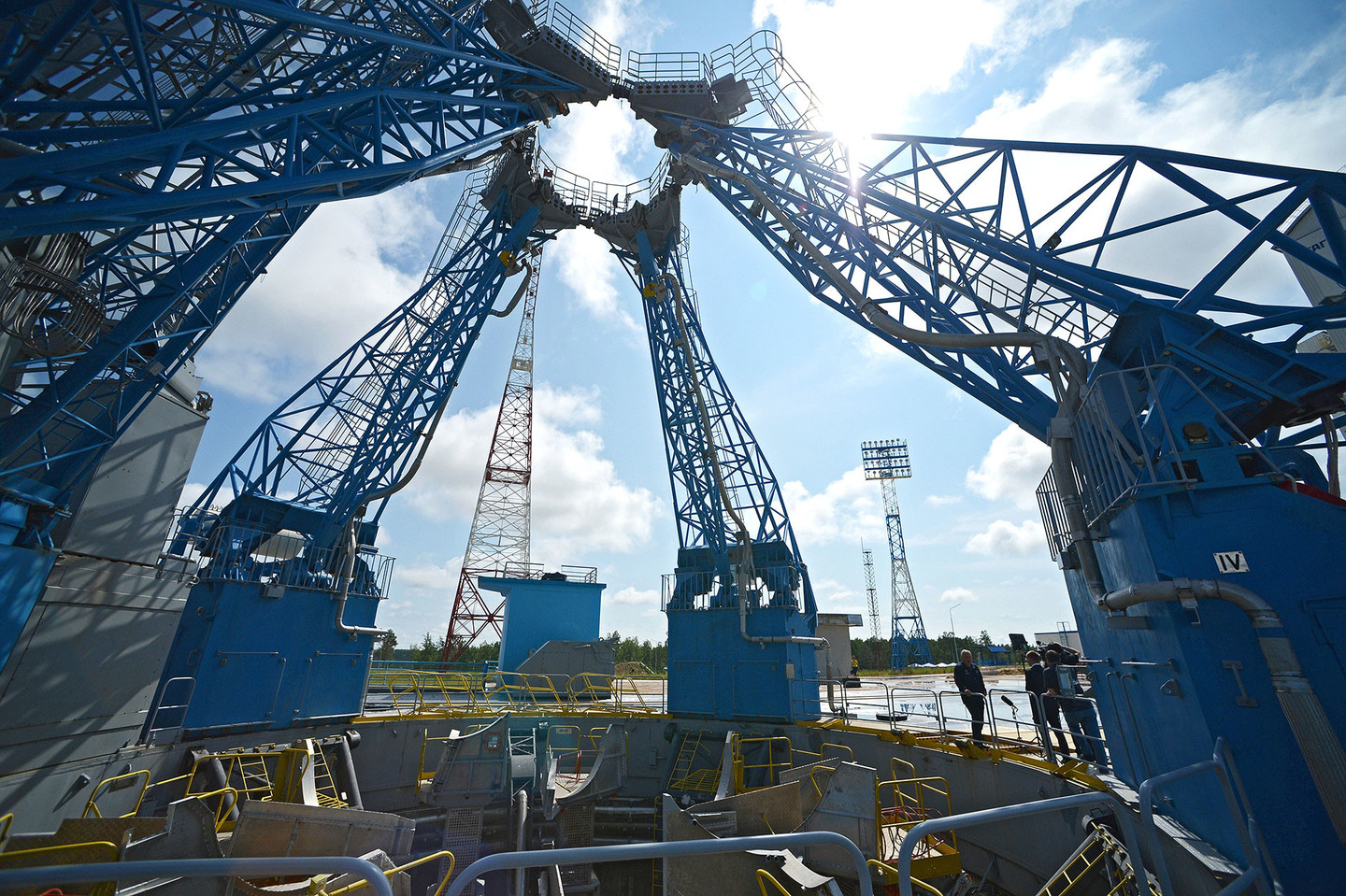 The_structure_of_the_Ministry_of_defense_left_without_wages_the_workers_of_the_cosmodrome_East