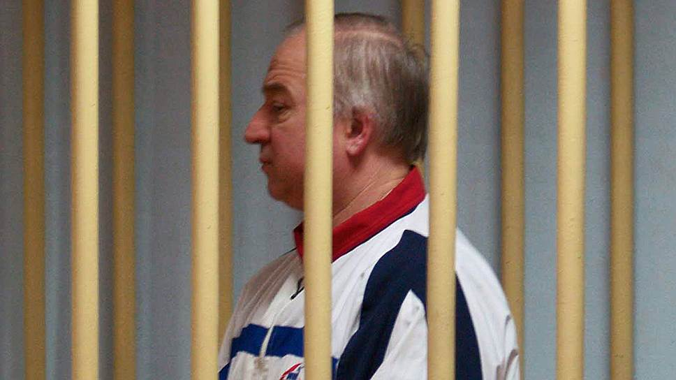In_the_UK,_an_unknown_substance_poisoned_former_Colonel_GRU