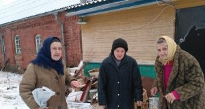 In_the_Pskov_region_the_elderly,_embarked_on_the_path_of_the_Russian_Orthodox_Church,_thrown_into_the_street_along_with_things