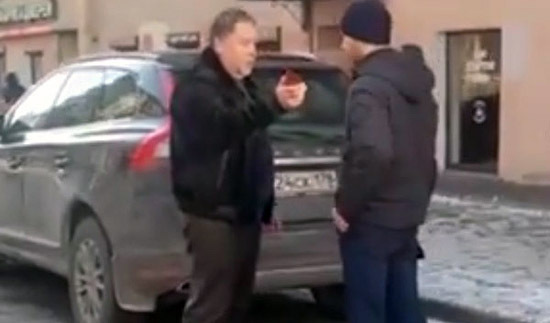 """In_St._Petersburg,_the_""""Prosecutor""""_on_Range_Rover_promised_to_rot_the_pedestrians_who_prevented_him"""