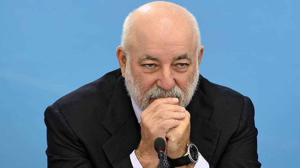 The_Central_Bank_hid_Vekselberg's_shares_in_two_banks