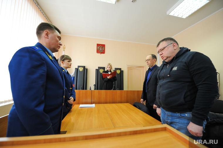 Security_officers_come_to_OPS_led_by_ex-Governor_Yurevich