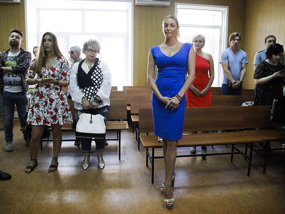 Volochkova_on_the_announcement_of_the_verdict_of_the_ex-driver_came_in_a_tight_dress