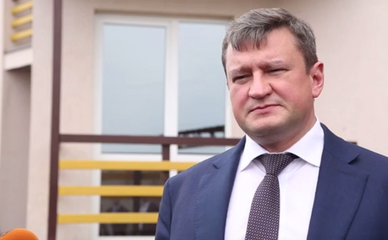 In_Orenburg,_school_diaries_issued_a_farewell_to_the_mayor,_arrested_for_bribery