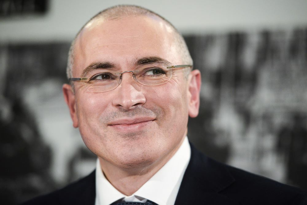 Khodorkovsky_stopped_funding_the_LRC_and_accepted_the_resignation_of_the_editor-in-chief