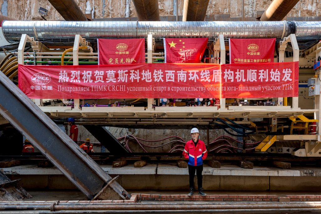 As_the_Chinese_are_building_in_Moscow_subway