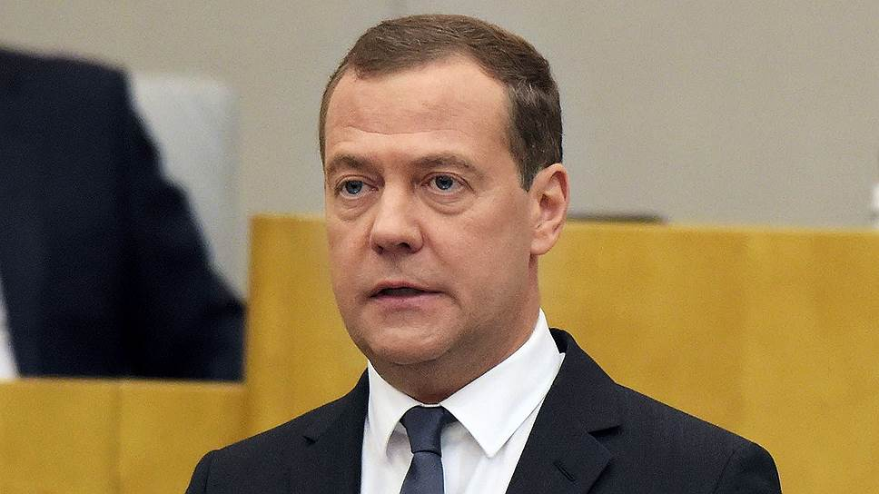 Medvedev_promised_VEB_900_billion_rubles