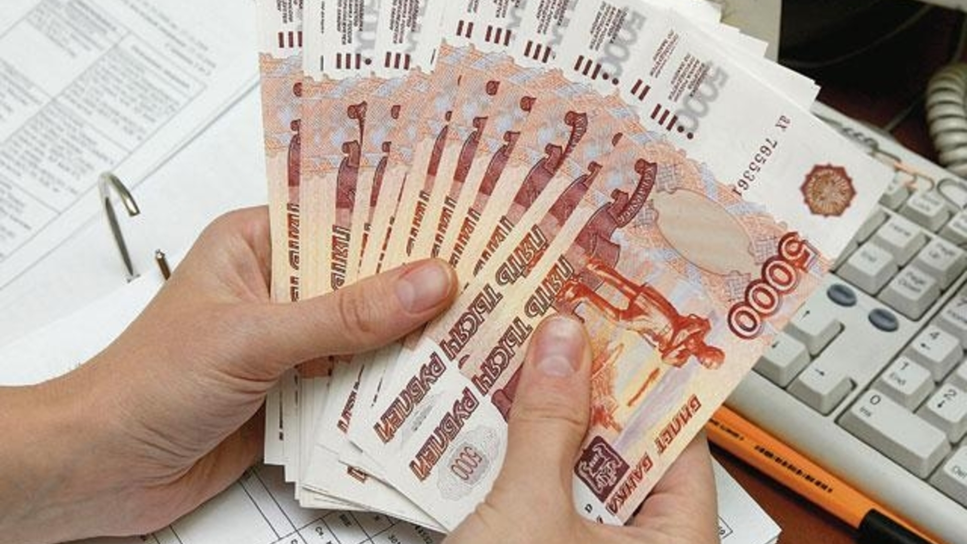 Russians_do_not_know_how_to_save_money_and_often_take_out_loans
