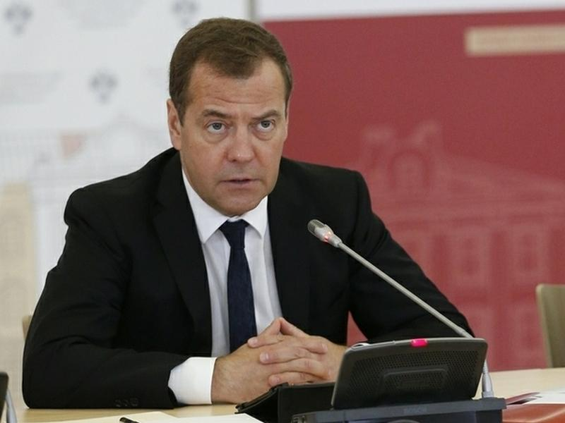 Medvedev_instructed_officials_to_understand_why_Russians_are_getting_poorer