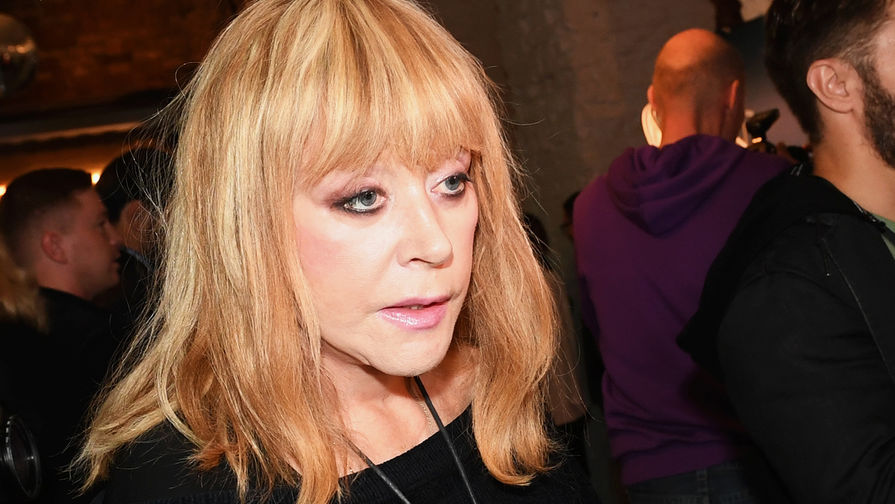 Pugacheva_celebrated_the_anniversary_with_a_party_with_Medvedev