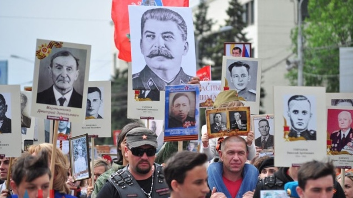 The_war_is_not_a_mustachioed_face_Immortal_shelves_flooded_photos_of_Stalin